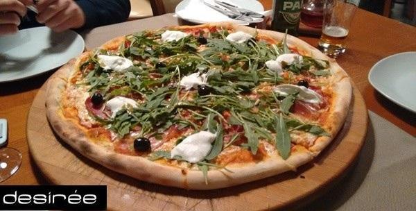 Jumbo pizza po izboru za četiri osobe