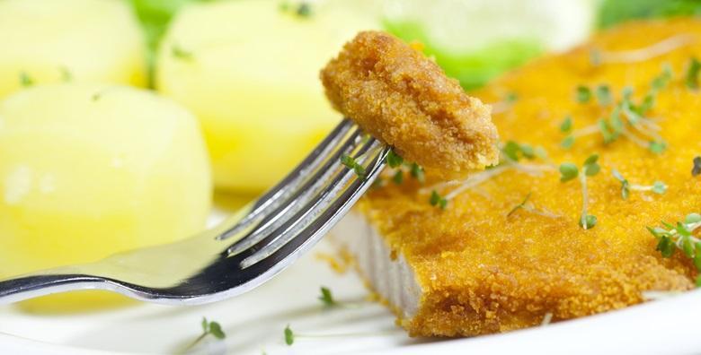 Zagrebački pileći odrezak od pola metra s pomfritom, salatom i juhom za dvoje