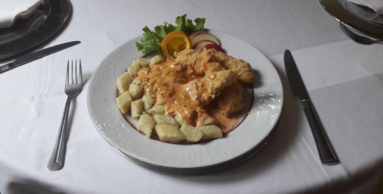 Zagrebački popečci, pileća ragu juha, njoki, salata i desert
