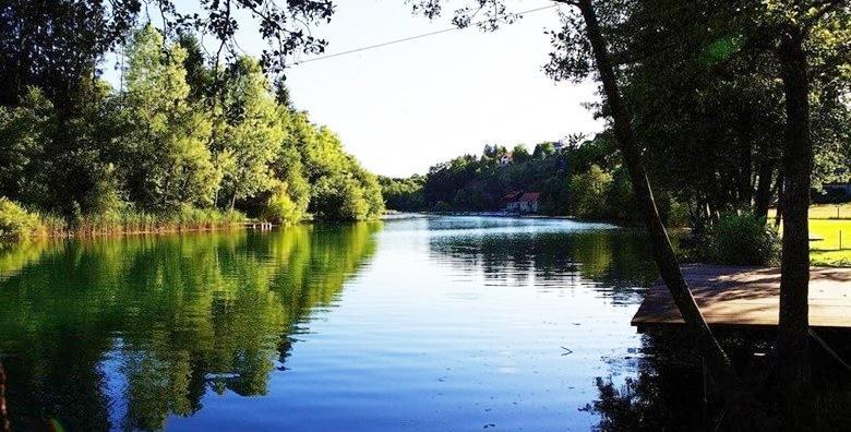 [MREŽNICA] 3 dana za 2 do 4 osobe u apartmanu Mrežničke kuće**** s pogledom na rijeku uz najam bicikla i kanua za 750 kn!
