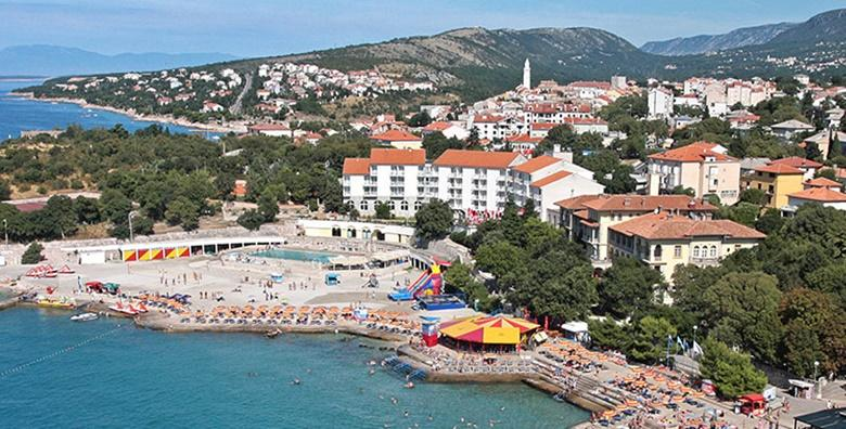 [NOVI VINODOLSKI] Hotel Lišanj - 3 dana s polupansionom za dvoje u sobi s pogledom na more ili park uz korišenje bazena od 749 kn!