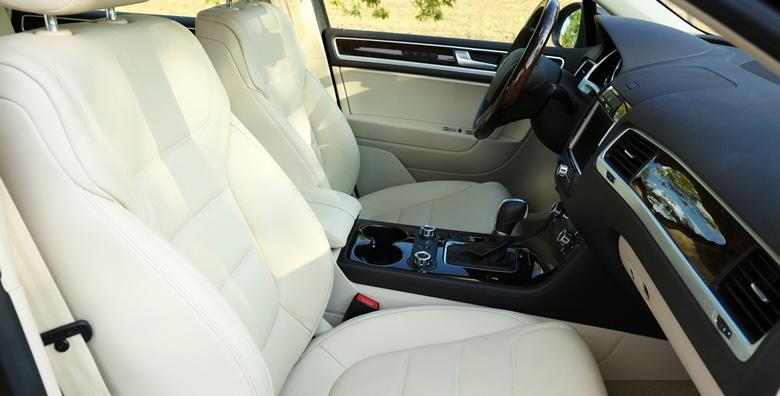 Kompletno kemijsko čišćenje unutrašnjosti automobila i vanjsko pranje od 199 kn!