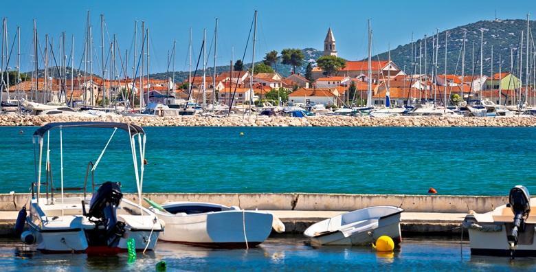 [BIOGRAD NA MORU] 5 ili 7 dana za 2 ili 4 osobe - za svoj ljetni odmor odaberite udobne apartmane Vile Adriatic od 1.499 kn!