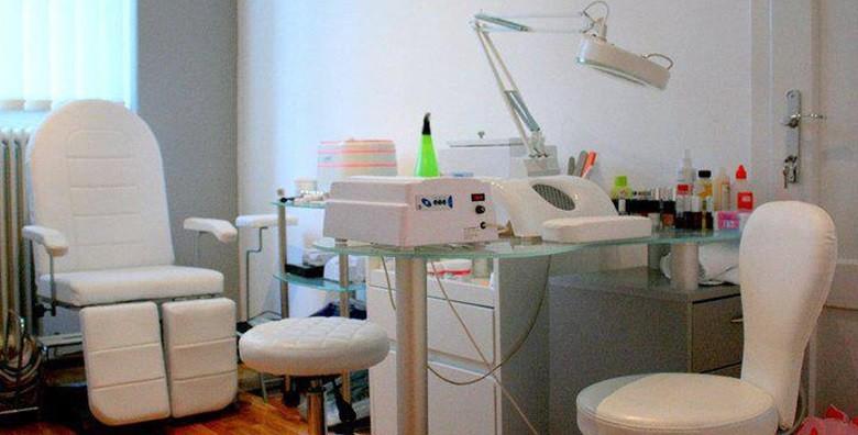 Medicinska masaža koju izvodi fizioterapeut - slika 4