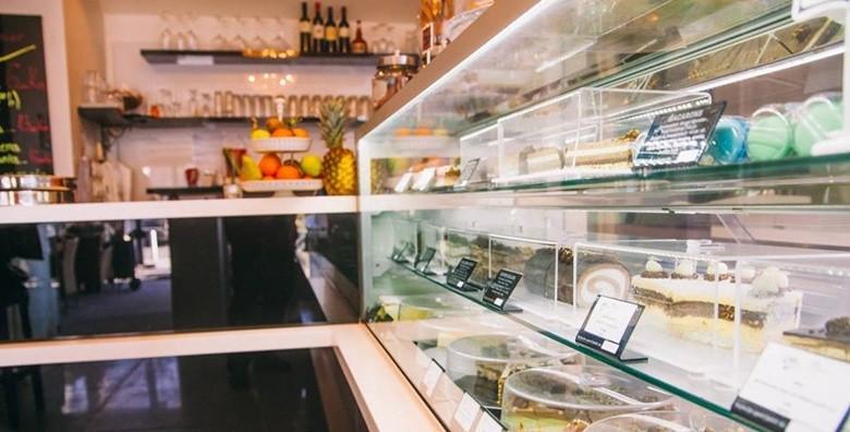 Velika torta po izboru - sacher, čokoladni ili bijeli mousse - slika 3
