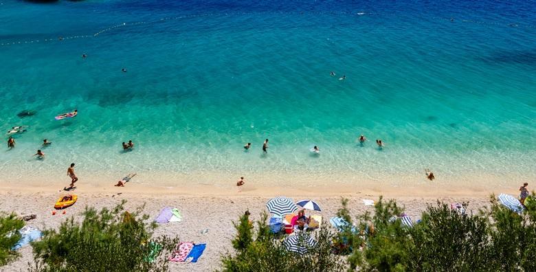 [SUKOŠAN] 3 dana za troje u apartmanu*** tik do plaže - uživajte u moru i suncu u ŠPICI SEZONE za 843 kn!