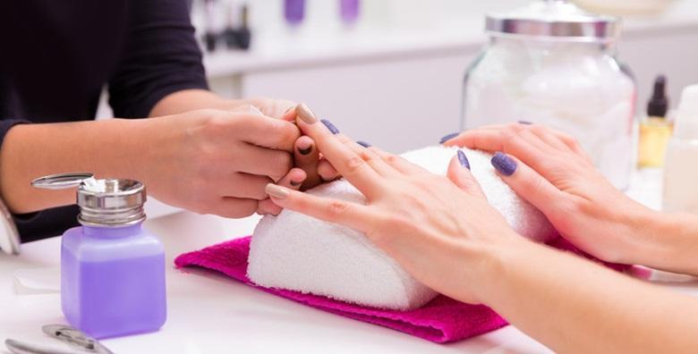Geliranje prirodnih noktiju ili ugradnja tipsama i gelom u salonu BB4U za 99 kn!