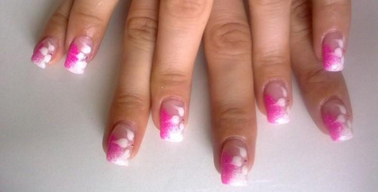 Ugradnja noktiju tipsama s geliranim frenchom ili bojom - slika 3