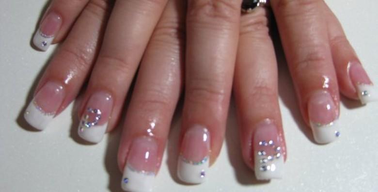 Ugradnja noktiju tipsama s geliranim frenchom ili bojom - slika 4