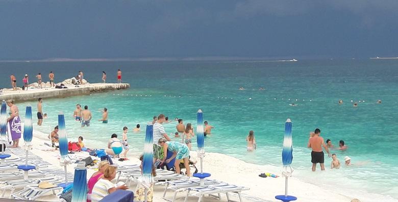 [SELCE] 2 ili 3 dana s polupansionom za dvoje u Pansionu Selce tik do plaže - uživajte u kupanju i sunčanju u ŠPICI SEZONE od 599 kn!