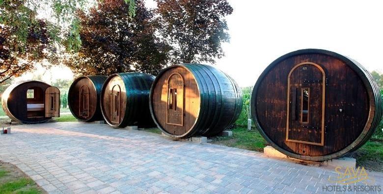 [GLAMPING] HIT kampiranje u vinskim bačvama s polupansionom uz korištenje bazena, sauna i uživanje u vinskoj kupelji za 1.029 kn!