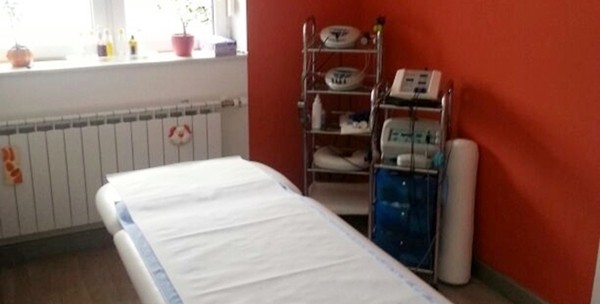 Medicinska pedikura, trajni lak i masaža stopala - slika 2