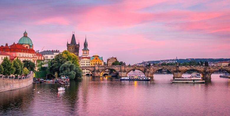 [PRAG] 3 dana s doručkom u hotelu*** - upoznajte zabavnu atmosferu Zlatnog grada i posjetite Češki Krumlov, gradić pod zaštitom UNESCO -a za 799 kn!
