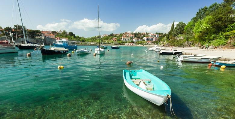 [BAŠKA, KRK] 3 dana za dvoje u apartmanu*** u Jurandvoru - uživajte u jutarnjoj kavici u mediteranskom vrtu i posjetite poznatu Velu plažu za 449 kn!