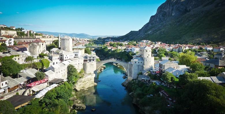 [MOSTAR] Prekrasni grad na obalama Neretve poznat po Starom mostu - 2 dana s doručkom u hotelu**** i prijevozom uz posjet Međugorju za 599 kn!