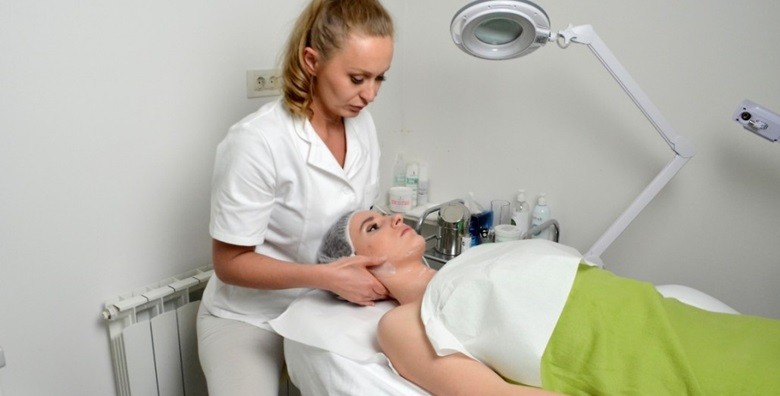 Medicinska ili estetska pedikura uz gratis piling i masažu - slika 7