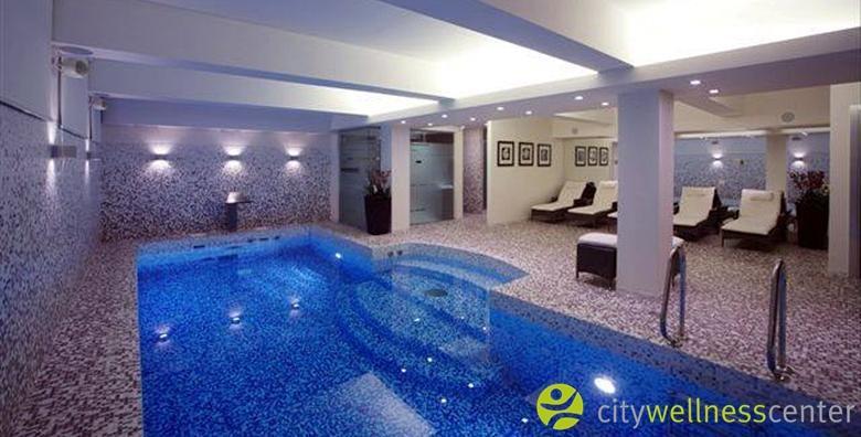 [WELLNESS OAZA ZA DVOJE] 2 sata korištenja sauna i bazena opremljenog gejzirom i slapom - opuštanje u centru grada za 199 kn!