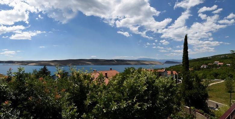 [JADRANOVO] 3 dana za dvoje u apartmanu*** na Crikveničkoj rivijeri s balkonom i pogledom na more koji oduzima dah do 20.12. za 299 kn!