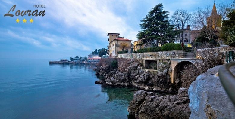 [LOVRAN] 3 dana s polupansionom za dvoje u sobi s pogledom na more u hotelu*** u centru grada - prilika za romantičan odmor za 799 kn!