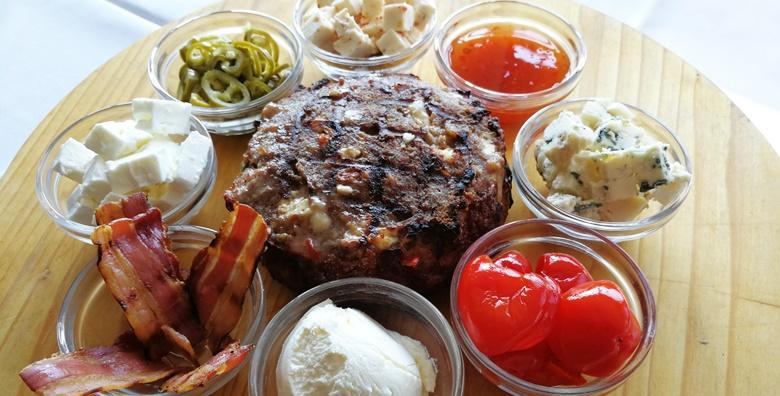 Složi svoju pljeskavicu! Junetina ili miješano meso uz dodatke i punjenja po tvom guštu - 2 pljeskavice od 300 grama u bistrou Slatinski gaj od 29 kn!