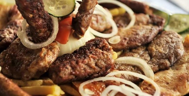 Ćevapi, svinjski ražnjići i grill pileći medaljoni uz pomfrit, salatu, luk i ajvar za 95 kn!