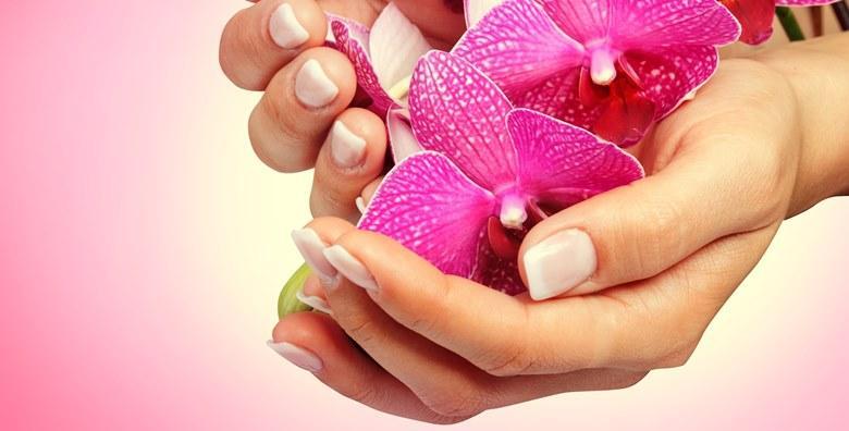 Manikura, geliranje noktiju i njega hijaluronom koji smanjuje vidljive bore i pomlađuje ruke, a vašu kožu čini mekom i blistavom za 119 kn!
