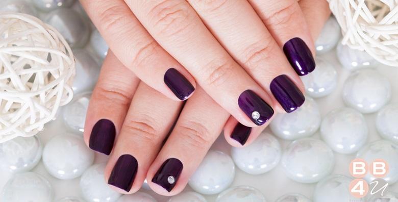 Geliranje prirodnih noktiju ili ugradnja tipsama i gelom