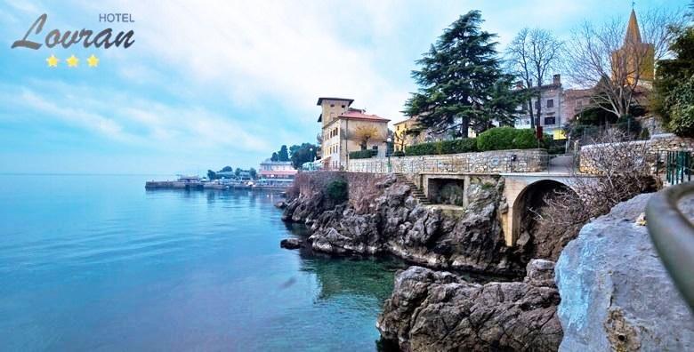 [LOVRAN] 3 dana s polupansionom za dvoje u sobi s pogledom na more u hotelu*** u centru grada - prilika za romantičan odmor za 949 kn!