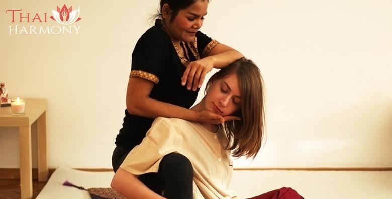 Tajlandska masaža leđa, vrata i glave uljima