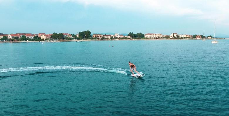 [SURFANJE U VODICAMA] Postani gospodar surferske daske i priušti si nezaboravnu adrenalinsku avanturu na vodi - najam električne daske za 175 kn!