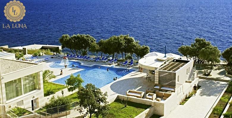 [PAG] La Luna Island Hotel**** - 3 ili 4 dana s polupansionom za dvoje uz neograničeno korištenje bazena, ležaljki, sauna i fitnessa od 1.087 kn!