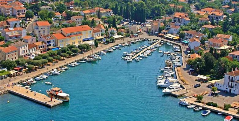 [MALINSKA] Odmor bez gužvi u najomiljenijem mjestu otoka Krka! 2 ili 4 noćenja s doručkom za dvoje u Hotelu Adria*** od 799 kn!
