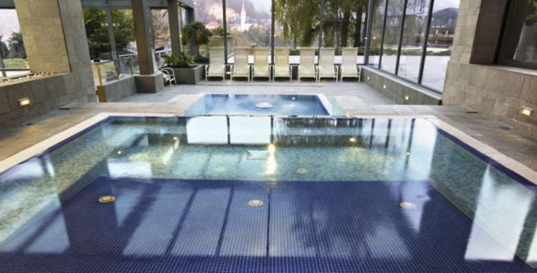 [WELLNESS NA BLEDU] 1 ili 2 noćenja s polupansionom za dvoje u Hotelu Savica Garni**** uz kupanje u termalnim bazenima od 761 kn!