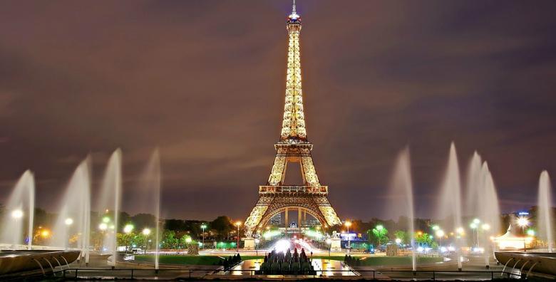 [NOVA GODINA U PARIZU] Najluđa proslava u gradu romantike!Doček na otvorenom, fina večera u restoranu ili neobični kabaret - izbor je na vama!