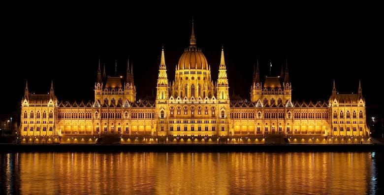 [ADVENT BUDIMPEŠTA] 2 dana s doručkom u hotelu*** uz autobusni prijevoz! Božićna čarolija najljepšeg grada na Dunavu vas čeka!