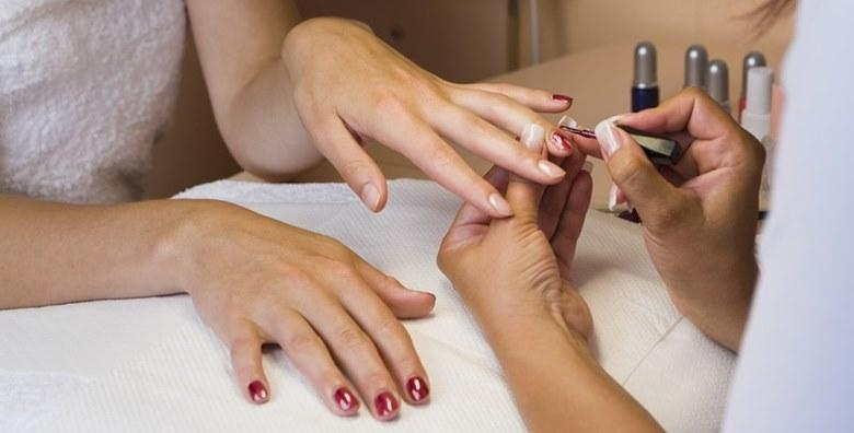 Manikura i trajni lak uz masažu ruku za samo 79 kn!