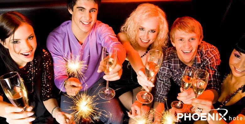 [NOVA GODINA] All inclusive doček u Hotelu Phoenix - bogata večera uz živu glazbu, neograničenu konzumaciju pića i pjenušac u ponoć za 450 kn!
