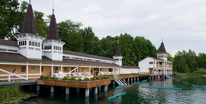 Jezero Heviz i dvorac Helikon - izlet s prijevozom za 149 kn!