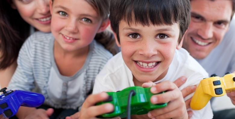 [PLAYSTATION ROĐENDAN] 2h lude zabave za 14 djece uz sokove, grickalice te igranje hit igrica FIFA 2019, Fortnite, GTA 5 i mnogih drugih za 399 kn!