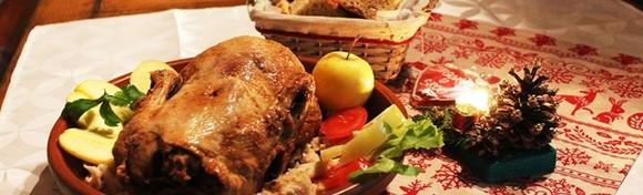 [STARA VODENICA] Domaća pečena patka s mlincima, zagorska štruca, juha, salata i desert za 2 osobe - uživajte u tradicionalnim okusima za 130 kn!
