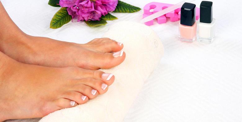 [PEDIKURA I TRAJNI LAK] - relaksirajte svoja stopala i pružite im njegu kakvu zaslužuju - obrada noktiju, suhe kože i masaža stopala za samo 79 kn!