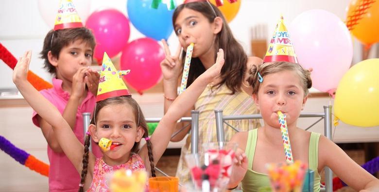 [SPORTSKI ROĐENDAN] Proslava uz minigolf i footpool - 2 sata drugačije zabave za 14 djece uz animatora, sokove i grickalice za 699 kn!