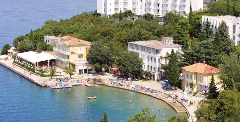 [OMIŠALJ, CIJELA SEZONA] 2 ili 5 noćenja s polupansionom za dvoje u Hotelu Adriatic - isplanirajte savršeno ljetovanje već sada i uživajte na sunčanom Krku!
